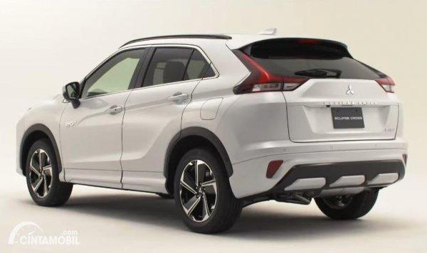 Tampilan belakang Mitsubishi Eclipse Cross 2021 berwarna putih