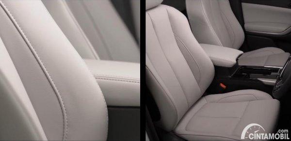kursi Mitsubishi Eclipse Cross 2021 berwarna putih