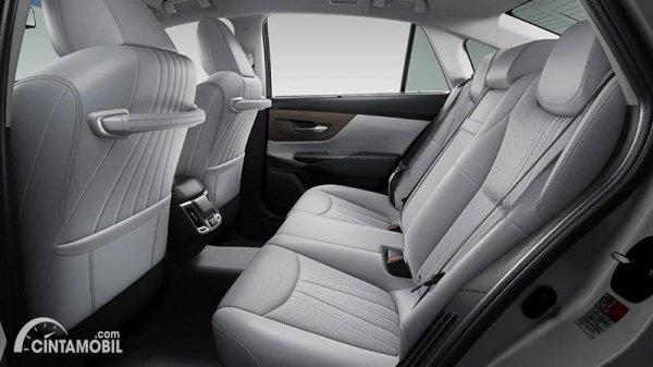 Gambar kursi belakang Toyota Crown 2021