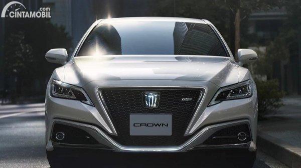 Gambar tampilan depan Toyota Crown 2021
