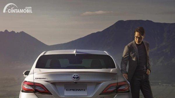 Gambar tampak belakang Toyota Crown 2021