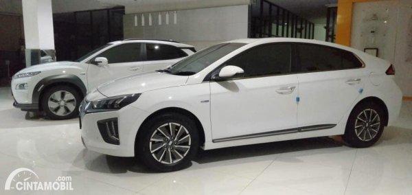 Gambar Hyundai IONIQ dan Hyundai KONA Electric