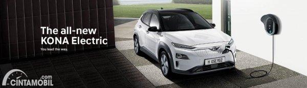 Gambar Hyundai KONA Electric sedang di charge ulang