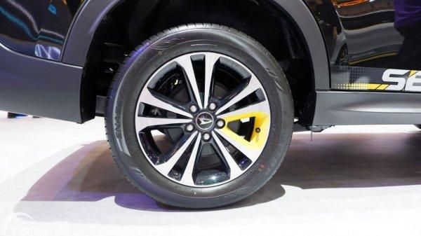 Foto ban dan velg Daihatsu Terios SE AT 2019