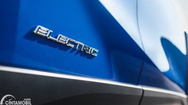 Foto emblem ELECTRIC pada Lexus UX 300e 2020