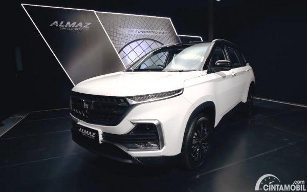 tampilan depan Wuling Almaz Limited Edition 2020 berwarna putih