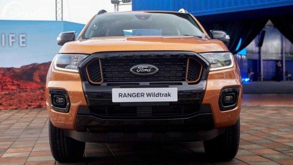 Tampilan depan Ford Ranger 2021 berwarna kuning