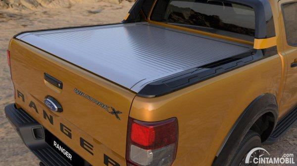 Tampilan belakang Ford Ranger 2021 berwarna kuning