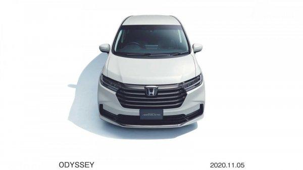 Tampilan depan Honda Odyssey 2021 berwarna putih
