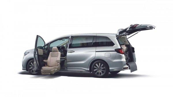 kursi otomatis Honda Odyssey 2021 yang keluar dari mobil