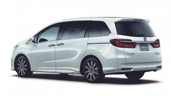 Tampilan belakang Honda Odyssey 2021 berwarna putih