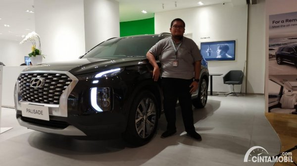 Foto tim Cintamobil.com bersama Hyundai Palisade Signature 2020