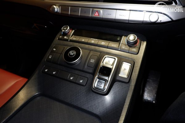 Foto tombol transmisi Hyundai Palisade Signature 2020