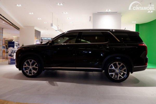 Foto tampilan samping Hyundai Palisade Signature 2020