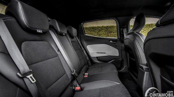 kursi Renault Clio E-Tech 2020 berwarna hitam