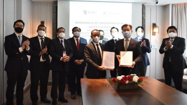 Foto menunjukkan Penandatangan MoU LG Solution dengan Pemerintah Indonesia