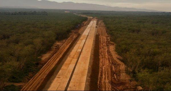 Foto menunjukkan Pembangunan jalan Tol Tebing Tinggi Parapat