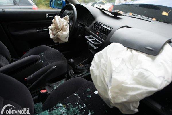 airbag tidak mengembang ketika mobil terjadi kecelakaan