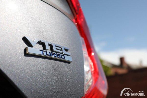 Gambar emblem VTEC Turbo pada Honda Civic Generasi 10
