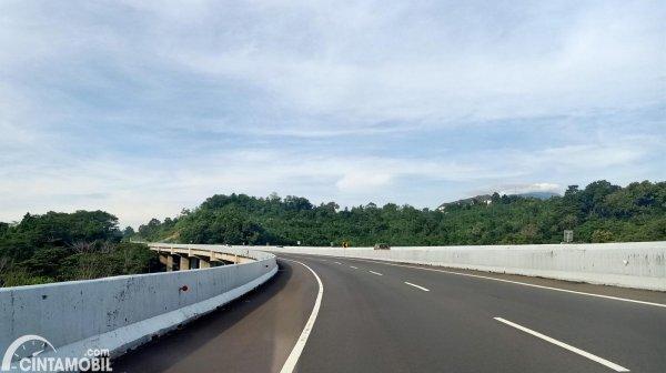 Foto menunjukkan Jembatan Gedawang Tol Semarang-Solo