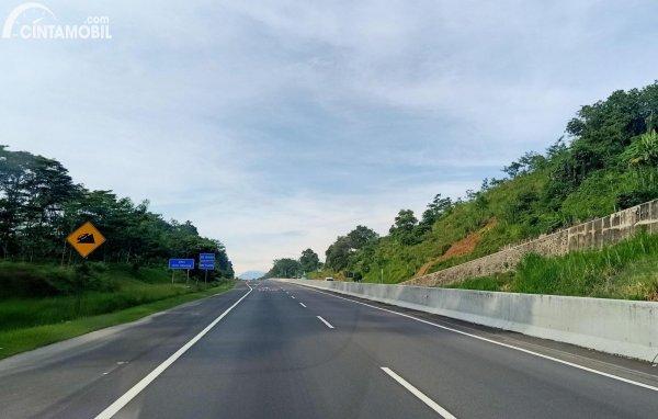 Foto salah satu tanjakan Tol Semarang-Solo ruas Banyumanik-Bawen