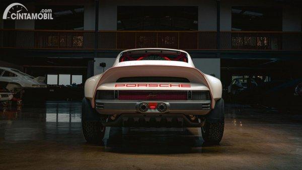 Tampilan belakang Porsche 911 ACS