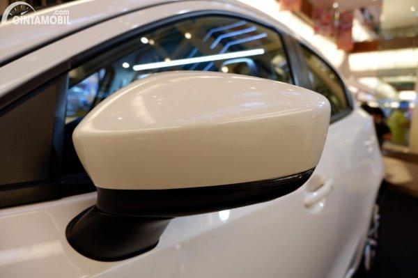 Foto spion Mazda 2 Elite 2020