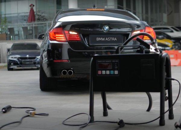 Gambar menunjukan BMW Astra uji emisi