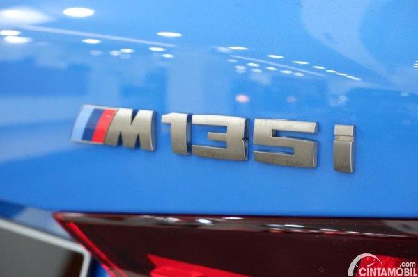 Foto emblem BMW M135i xDrive 2020