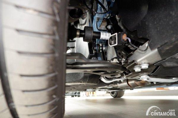 Foto suspensi depan BMW M135i xDrive 2020