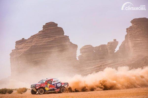 Aksi Nasser Al-Attiyah di Dakar 2021 Stage 10