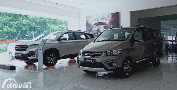 Foto Wuling Confero S dan Almaz di dealer Wuling AJM Srondol Semarang