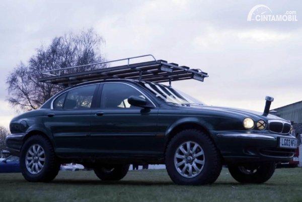 Sedan Jaguar Modifikasi Offroad