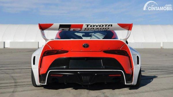 Tampilan belakang mobil drifting otonom Toyota GR Supra