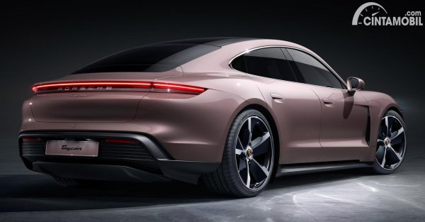 Tampilan belakang Porsche Taycan RWD