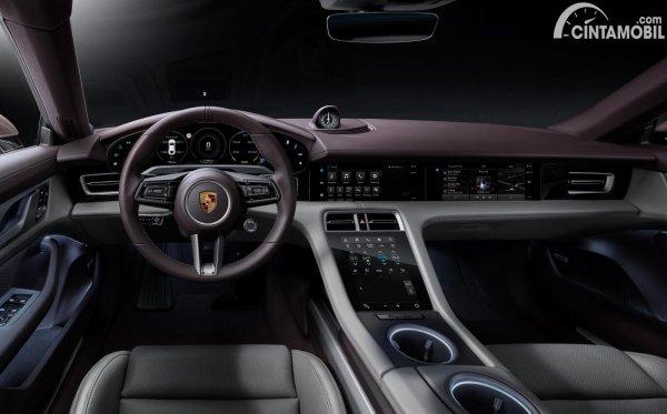 Kabin Porsche Taycan RWD