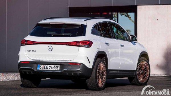 Tampilan belakang Mercedes-Benz EQA 2021