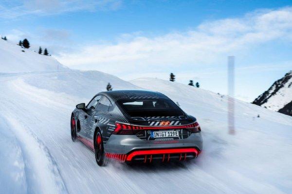 Gambar menunjukan Audi e-Tron 2021
