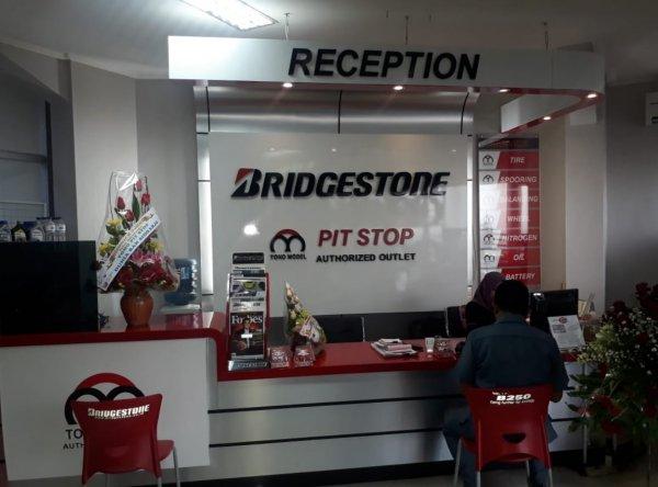 Foto toko ban Pit Stop Bridgestone Surabaya