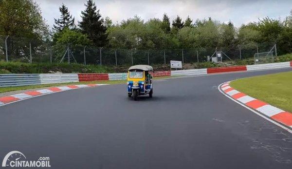 Tuk-Tuk Tes di Sirkuit Nurburgring