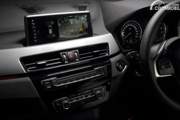Head unit BMW X1 sDrive18i yang sudah suppoer Apple CarPlay wireless