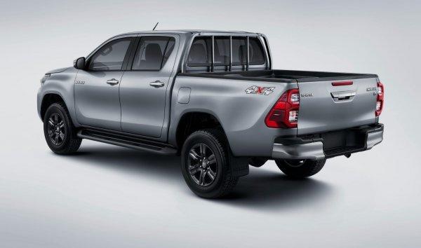 Foto Toyota Hilux Double Cabin tampak samping belakang