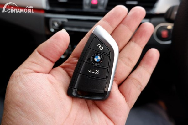 Foto kunci Comfort Acess BMW X1 sDrive 18i 2021