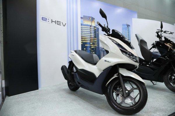Gambar menunjukan All New Honda PCX e: HEV