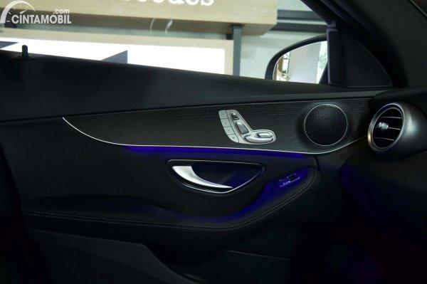 Foto ambient light Mercedes-Benz C200 AMG Line Final Edition 2021