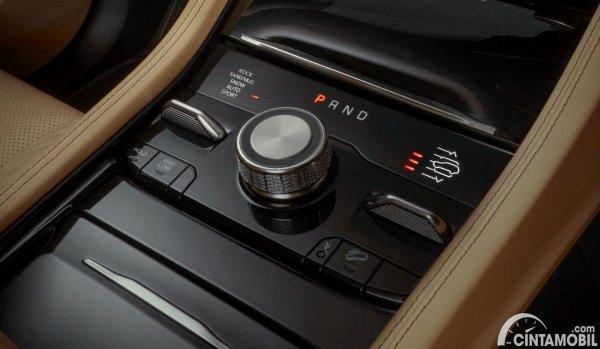 interior pada konsol tengah Jeep Grand Cherokee L