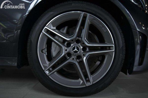 Foto ban dan velg Mercedes-Benz C200 AMG Line Final Edition 2021
