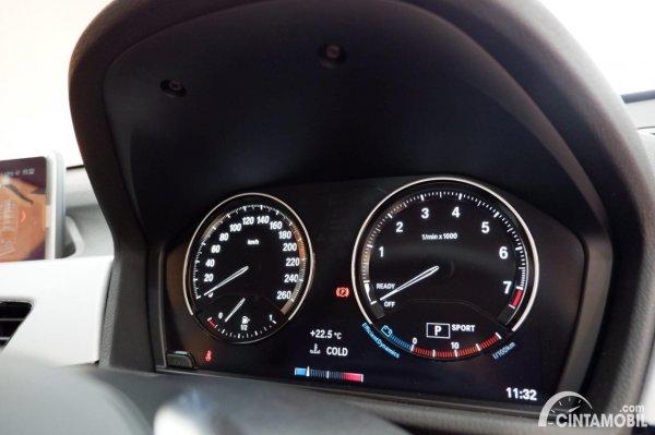Foto panel instrumen BMW X1 sDrive 18i 2021