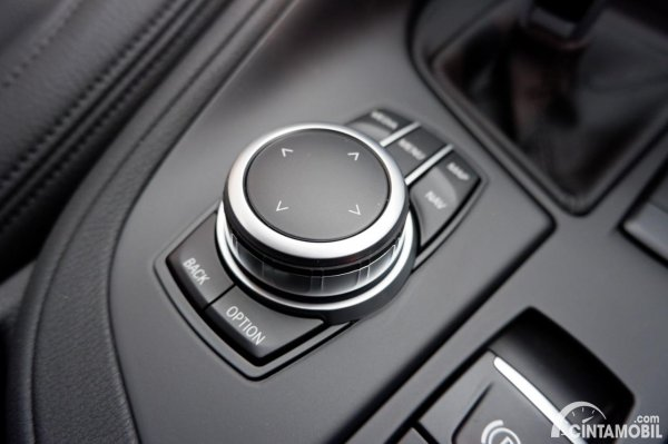 Foto controller i-Drive BMW di X1 sDrive 18i 2021