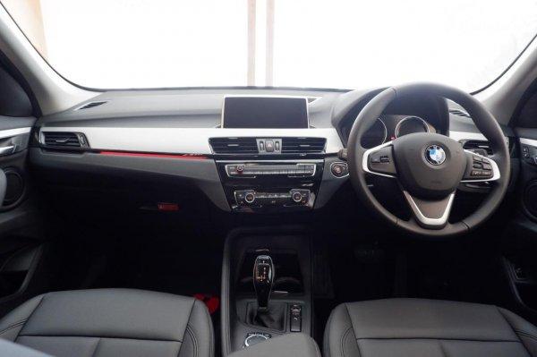 Foto layout dashboard BMW X1 sDrive 18i 2021